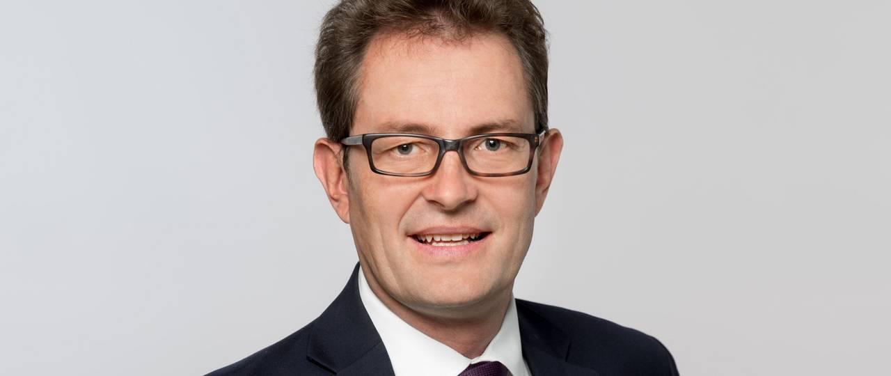 Christoph Lütge, Professor für Wirtschaftsethik, will am Institut für Ethik in der KI neue Forschungsprojekte zum Einsatz von KI-Einsatz im Zusammenhang mit der Corona-Pandemie auf den Weg bringen. Dafür wollen sich die Forschenden international vernetzen. Bild: Andreas Heddergott / TUM